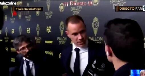 西班牙六台记者还真是惹人烦  粗鲁打断梅西讲话后有不放小狮子离开