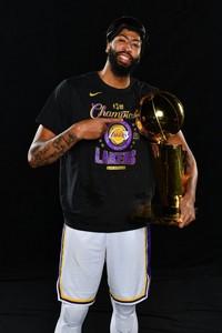 """浓眉哥夺得2020总冠军 成为史上首位篮球界的""""大满贯""""先生"""
